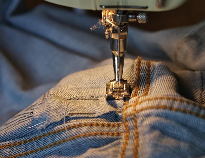 la r cup comment r parer son jeans trou laissons lucie faire. Black Bedroom Furniture Sets. Home Design Ideas