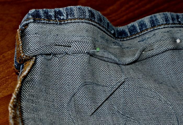 Les tutos comment coudre un ourlet sp cial jeans laissons lucie faire - Comment faire un ourlet de jean ...