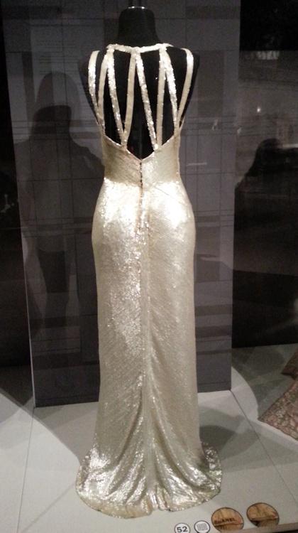 Splendide robe de soirée Chanel à sequins.