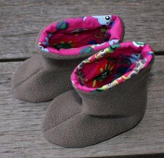 Bottes chaussons, par Laissons Lucie Faire (patron gratuit sur Petit Citron).
