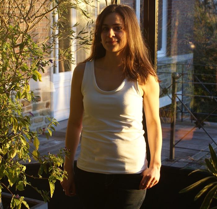 Débardeur en jersey par Laissons Lucie Faire - tuto Elna basics gratuit