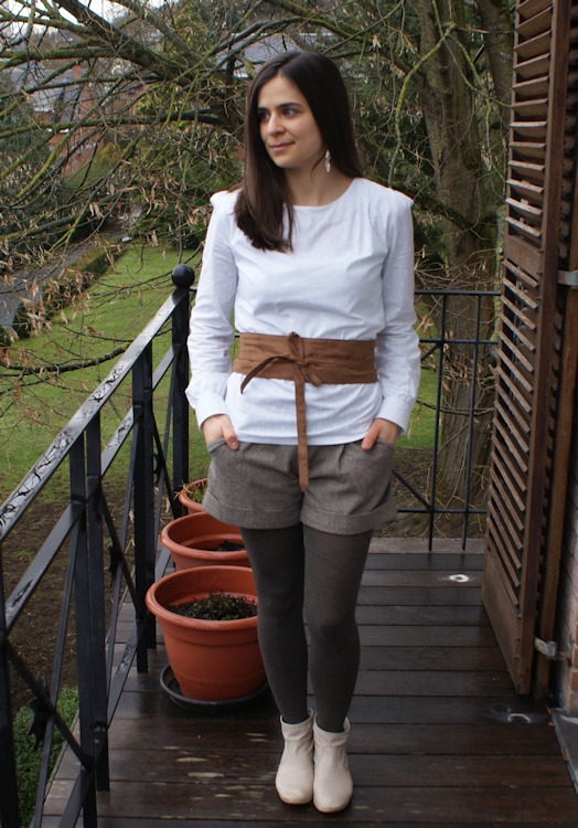 Blouse et ceinture Dressing Chic, short chataigne par Laissons Lucie Faire
