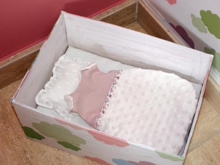 Lit et gigoteuse pour bébé Corolle par Laissons Lucie Faire