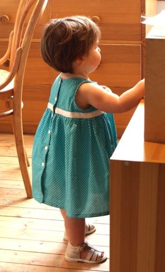 Robe froncée les Intemporels pour bébés par Laissons Lucie Faire