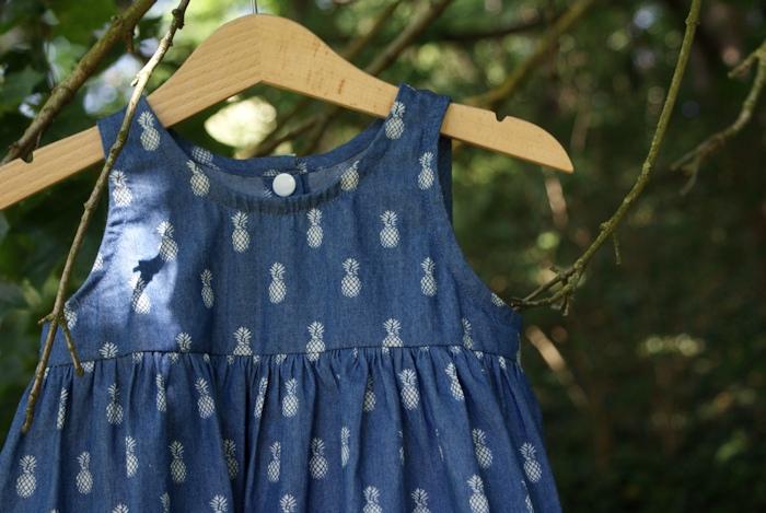 Robe froncée les Intemporels pour bébé par Laissons Lucie Faire