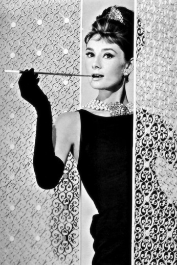 audrey-hepburn-breakfast-tiffany-900