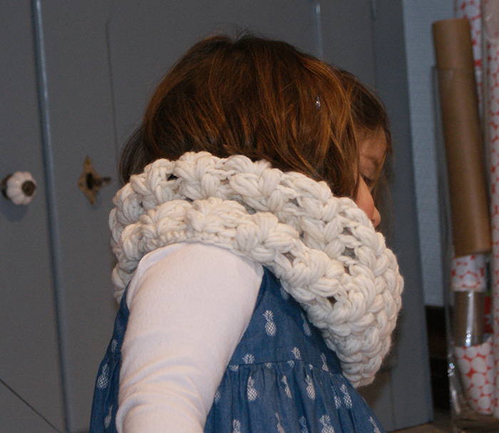 Snood au crochet, point épis, par Laissons Lucie Faire