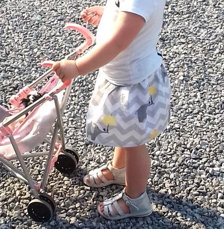 Jupe pour fillette à taille élastiquée par Laissons Lucie Faire