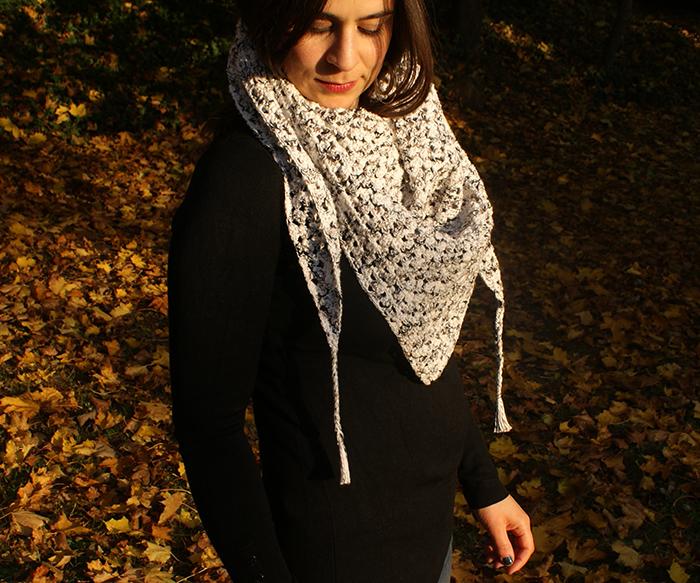 Half granny square shawl par Laissons Lucie Faire