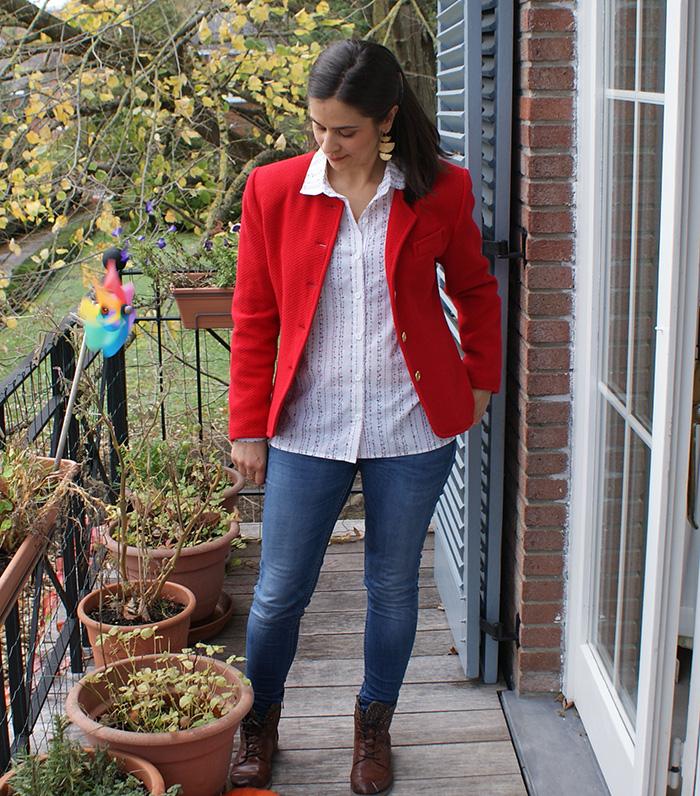 Chemise Elsa La Maison Victor en broderie anglaise vintage et veste rouge 80's par Laissons Lucie Faire